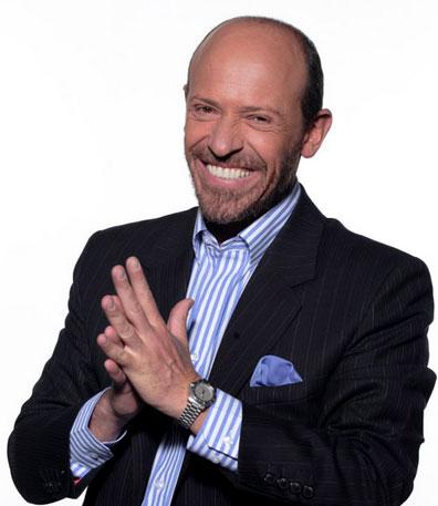 Diego Trujillo explora su faceta como presentador en El Poder del 10 un concurso que ofrece a sus concursantes el premio mayor de mil millones de pesos. foto: Canal RCN