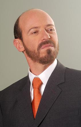 Diego Trujillo interpreta a Emilio Iriarte en Los Reyes. Foto: RCN